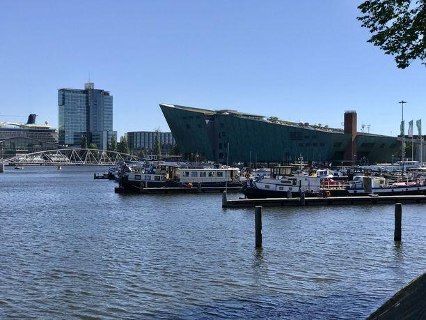 Amsterdamissa on opeteltu elämään jatkuvassa vuorovaikutuksessa veden kanssa.