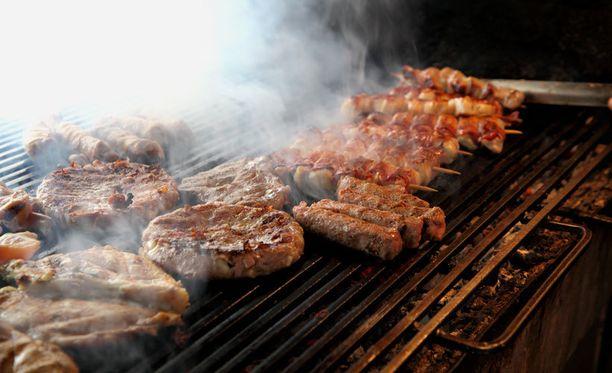 Muista putsata grilli ennen kuin alat grillauspuuhiin.
