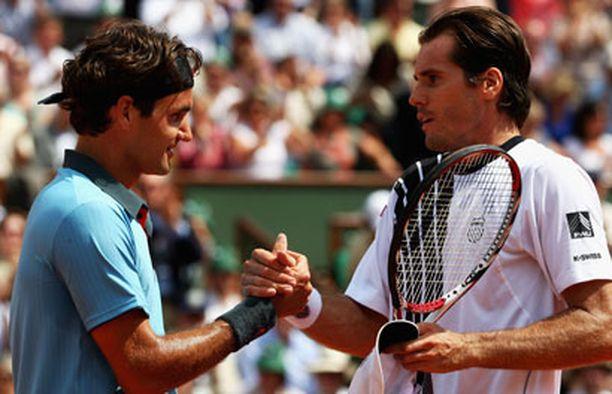 Roger Federer joutui yllättävän tiukoille Tommy Haasia vastaan.