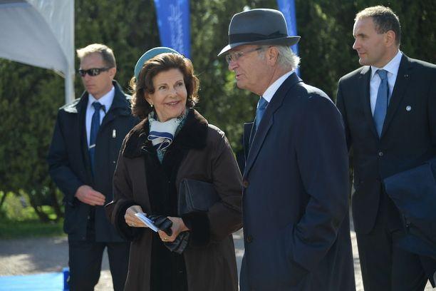 Ruotsin kuningas Kaarle XVI Kustaa ja kuningatar Silvia edustivat tyylikkäinä.