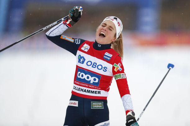 Therese Johaug on saanut tuulettaa maailmancupin osakilpailuvoittoa jo kolme kertaa tämän talven lumilla.