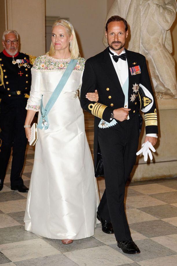 Haakon ja Mette-Marit juhlivat prinssi Frederikin 50-vuotispäiviä gaalaillallisen merkeissä Christiansborgin palatsissa Kööpenhaminassa toukokuussa.