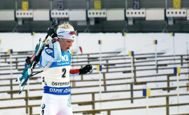 Kaisa Mäkäräinen mokasi kilpailunsa viimeisessä pystyammunnassa.