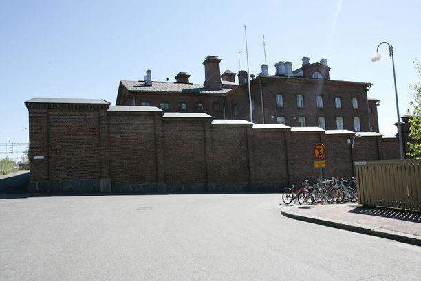 Käräjäoikeus passitti Harri Markus Hanellin suoraan istunnosta Kuopion vankilaan rangaistustaan suorittamaan.