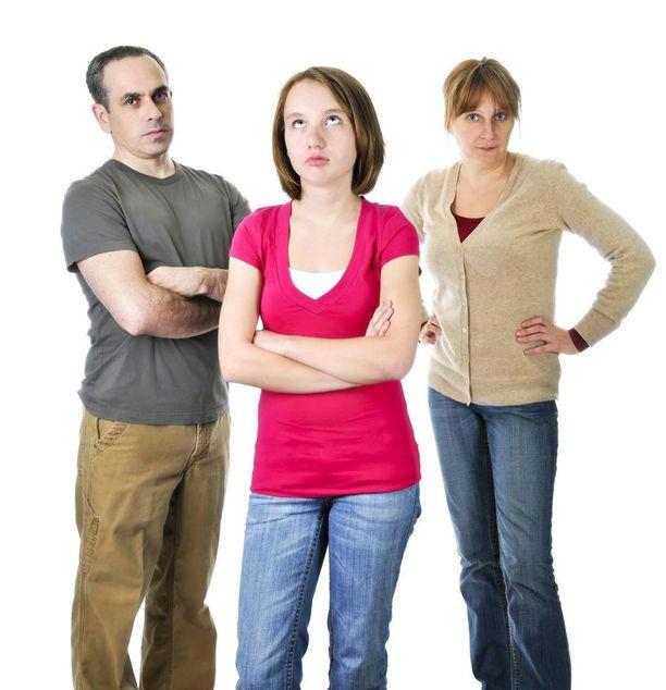 Teinin vanhempana saa olla jatkuvasti henkisenä nyrkkeilysäkkinä. Milloin olet paska mutsi, milloin ääliöfaija.