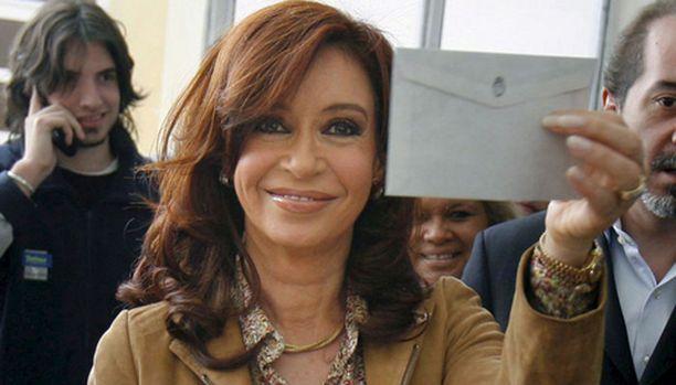 Cristina Fernandez de Kirchner on nousemassa Argentiinan ensimmäiseksi naispresidentiksi.