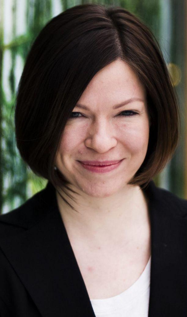 Vihreiden puheenjohtaja Anni Sinnemäki on valinnut viherpuudelin roolin.
