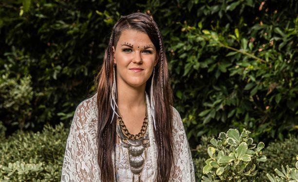 Saara Aalto on edennyt Britannian X Factorin livelähetyksiin.