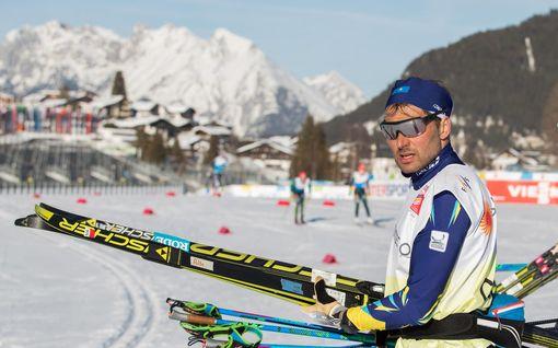 """Kärähtikö pitkän dopingpannan saanut valmentaja itse teossa? Kuvattiin hiihtostadionilla sauvat kädessään: """"Hän ei edes välitä"""""""