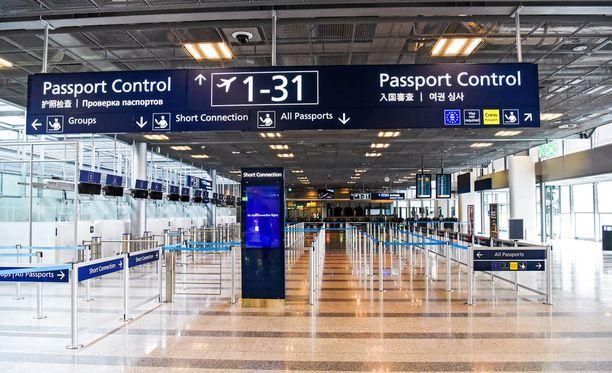 Tälläkin passintarkastusalueella Helsinki-Vantaan lentoasemalla voi ilmetä säpinää, mikäli sisärajatarkastukset palautetaan presidenttien tapaamisen ajaksi.