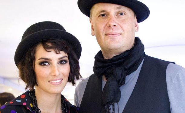 LIITON LOPPU Seitsemän vuotta seurustelleet ja kuusi vuotta kihloissa olleet Sara La Fountain ja Antti Jokinen ovat päättäneet parisuhteensa.