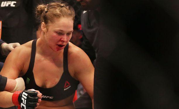 Ronda Rousey koki viikonloppuna tyrmäystappion.