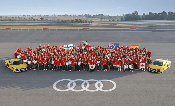 Kilpailuun osallistui 65 joukkuetta 33 maasta.