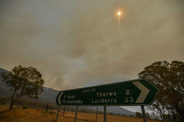 Maastopalo näkyi Tharwassa noin 30 kilometrin päässä Canberrasta torstaina.