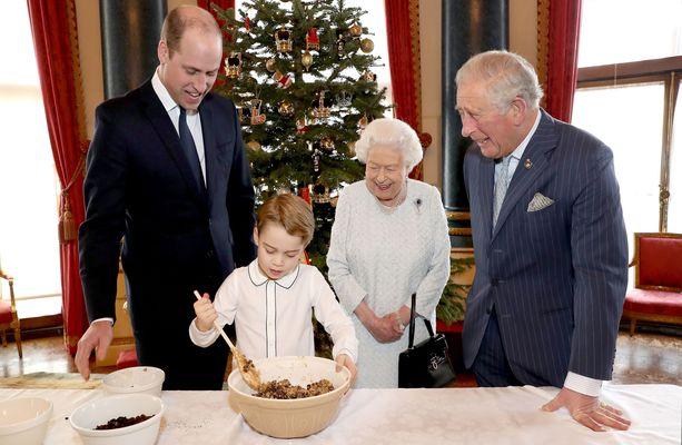 Näin valmistuu jouluvanukas kuninkaallisissa otteissa.
