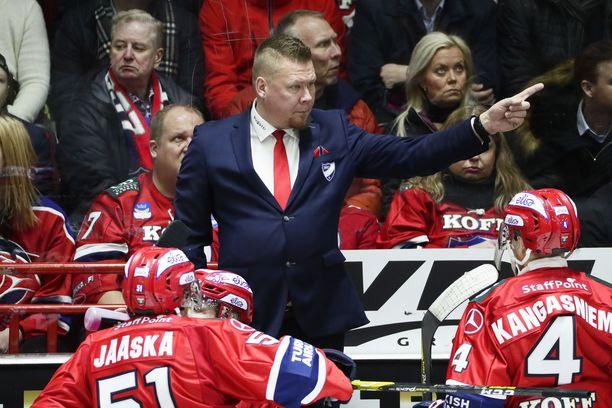 Päävalmentaja Jarno Pikkarainen näyttää HIFK:lle suuntaa.