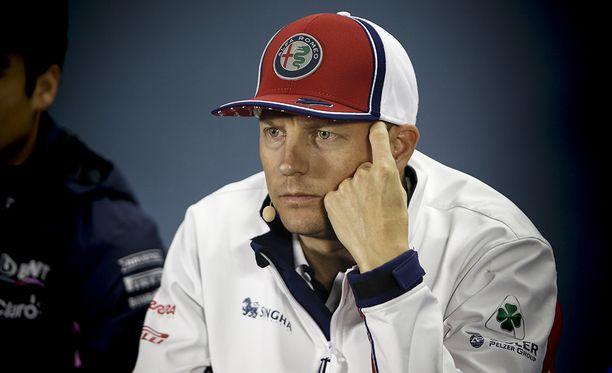 Kimi Räikkönen ajoi kymppimutkan leveäksi aika-ajojen ykkösosiossa.