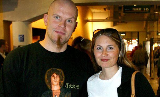 Jere Karalahti ja Susanna Karalahti menivät naimisiin vuonna 2000. Eropaperit he jättivät vuonna 2014.