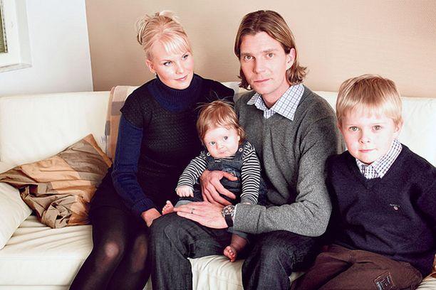 SURUA. Janne ja Tiia Ahosen perheessä on eletty viime viikkoina suruaikaa Tiian äidin kuoleman takia.