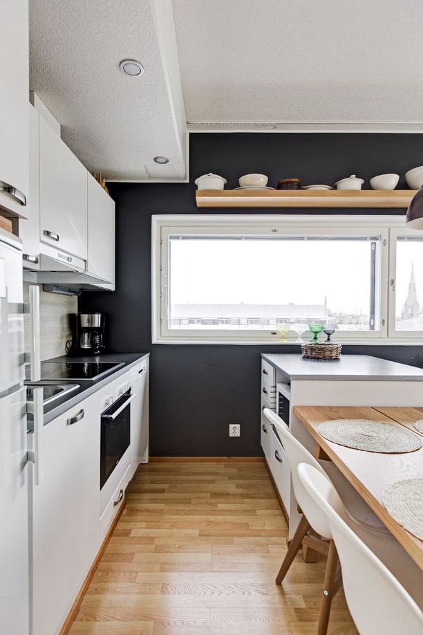 Saareke tuo lisää tilaa kokkailulle. Asunto maksaa 259 000 euroa.