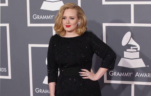 Adele oli ilmeisesti jo toisella kuulla raskaana Grammy Awardsien aikaan helmikuussa.