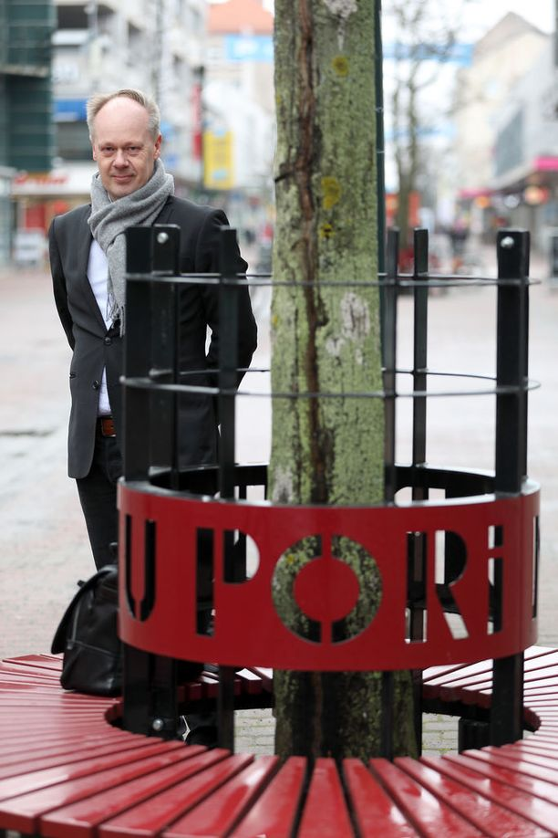 Aluetutkija Timo Aro toimii tällä hetkellä Porin kaupungin kehittämispäällikkönä. Palkkatyön rinnalla hän toimii Tutkimuspalvelu Timo Aro Oy:n omistajana ja toimitusjohtajana.