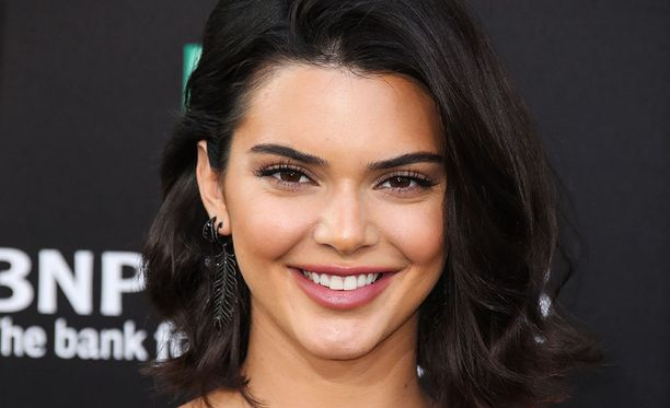 21-vuotias Kendall Jenner luo uraa mallina ja televisiopersoonana.
