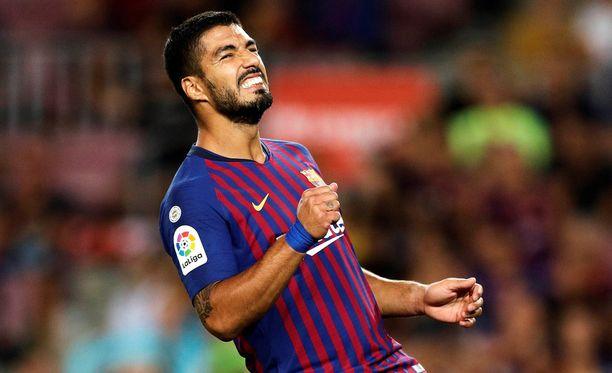 Luis Suárez iski tasoituksen ja avitti Barcelonan niukkaan 2-1-voittoon.