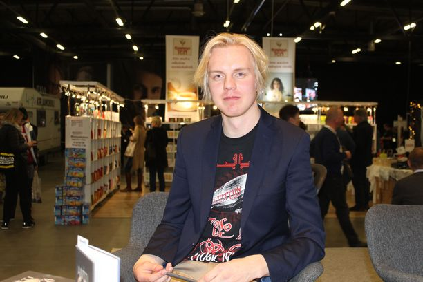 Antti Rönkä puhui kirjastaan Jyväskylän kirjamessuilla viikonloppuna.