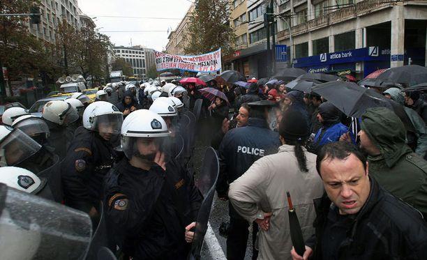 Lagarden lista ja poliitikkoihin kohdistuneet veronkiertosyytteet ovat nostattanut lisää tyytymättömyyttä ja levottomuuksia Kreikassa.