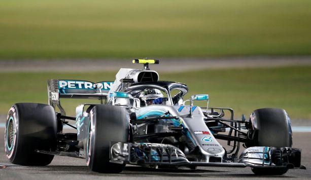 Valtteri Bottas kisasi kaudella 2018 Mercedeksen W08-autolla.