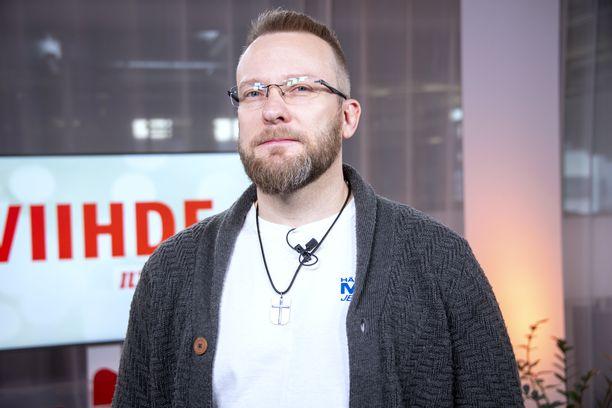 Ville tekee Youtubeen Villen kyydissä -sarjaa, jossa hänen on tarkoitus jututtaa BB-talon asukkaita. – Jukka oli yhdessä jaksossa vieraanani. Enemmänkin oli tarkoitus tehdä, mutta korona tuli väliin.