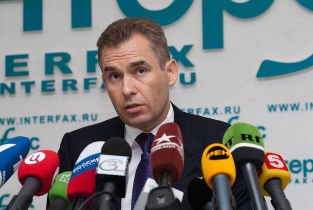 Venäjän lapsiasiainvaltuutettu Pavel Astahov on tullut Suomessa tunnetuksi suomalais-venäläisperheiden lasten huoltajuus- ja huostaanottokiistoissa.