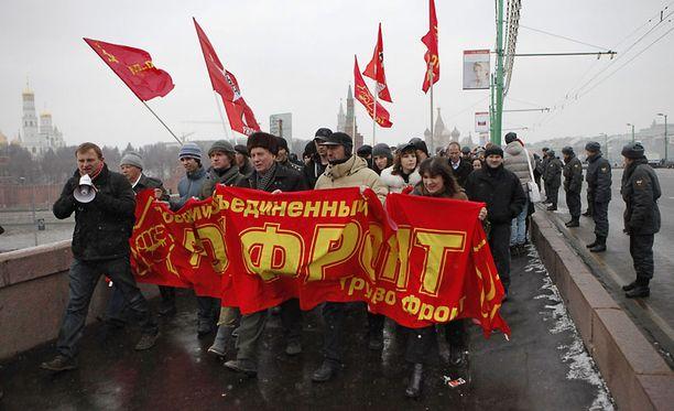 Venäjän nykyjohtoa kritisoivat mielenosoittajat marssivat Moskovassa. Protestiin odotetaan jopa 30 000 osallistujaa.