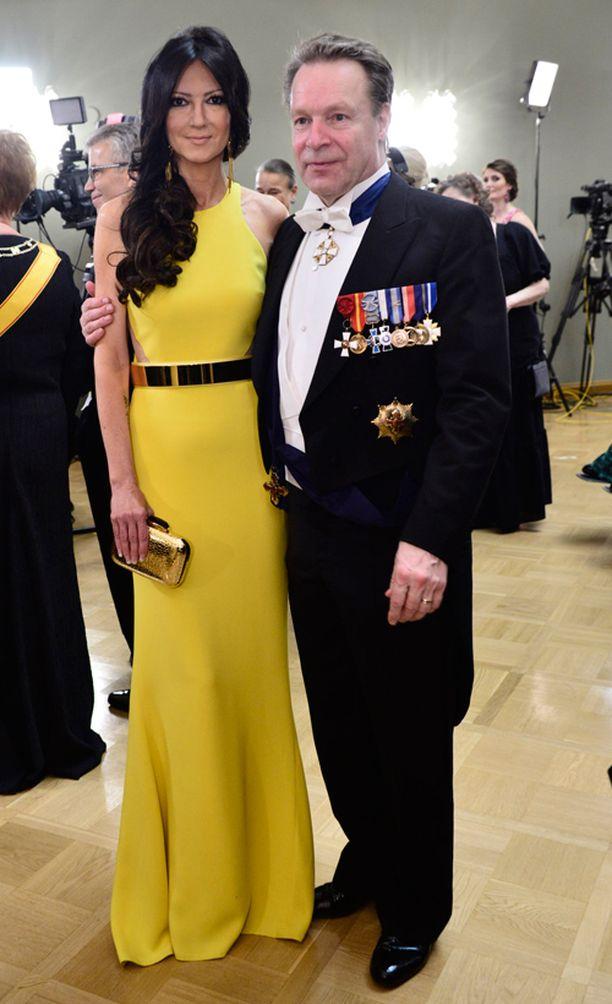 Elina Kiikko säteili iloisen keltaisessa puvussa.