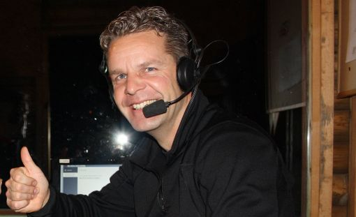 Jussi Eskola on kokenut ja intohimoinen hiihtoselostaja.