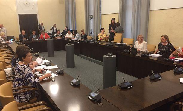 Hallitus kertoi maanantaina, miten se aikoo korjata puutteellista sote-esitystään. Tiistaina korjaukset kuullaan kokonaisuudessaan.
