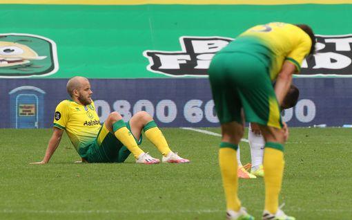 """Miksi Teemu Pukki joutui penkille? Norwichin managerilta suoraa puhetta: """"Emme voi elää menneisyydessä"""""""