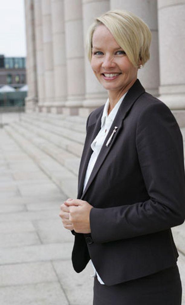 Espoolainen kansanedustaja Hanna-Leena Hemming jätti avioerohakemuksen Espoon käräjäoikeuteen 28. kesäkuuta.