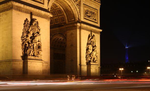 Riemukaari Pariisin keskustassa. Kuvituskuva.