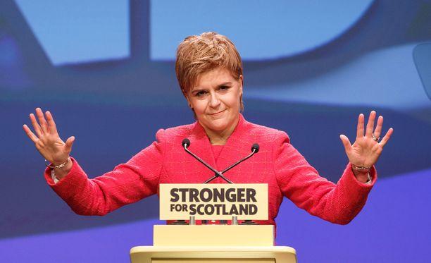 Skotlannin pääministeri Nicola Sturgeon toteaa, että skoteilla on oikeus päättää tulevaisuudestaan.