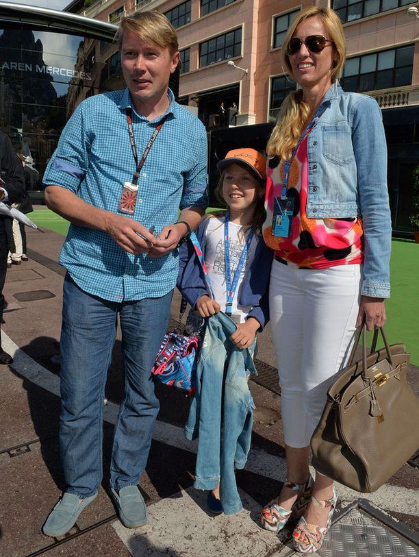 Marketa oli asustanut kisatyylinsä arvolaukulla. Viime viikolla Mika ja Marketa nähtiin myös Cannesin elokuvajuhlien punaisella matolla.