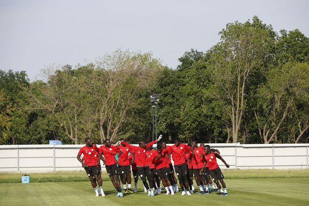 Senegalin pelaajat saivat tansseillaan hymyn monien huulille. Afrikan maiden kisamenestys sen sijaan jätti tälläkin kertaa toivomisen varaa.