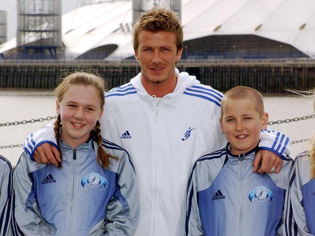 Harry Kane poseerasi David Beckhamin ja tulevan vaimonsa kanssa samassa kuvassa 13 vuotta sitten.