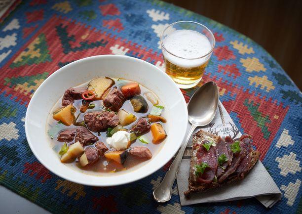 Peurakeittoa ja graavattua peuran lihaa Viltgårdenin tapaan.