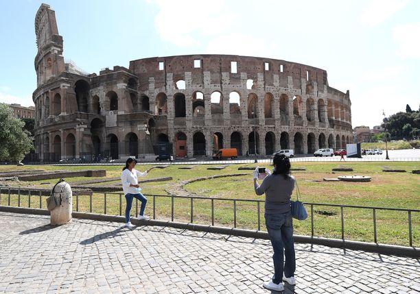 Italia avaa rajansa eurooppalaisturisteille jo kesäkuun alussa. Rooman Colosseumilla saattaa silloin olla jo enemmän vierailijoita.
