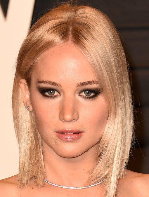 Jennifer Lawrence suosii smoky eye-meikkiä, joka toimii loistavasti tähden raskailla luomilla.