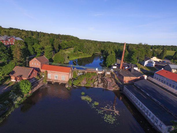 Ilmakuvaa Biilnäsin tehdasmaisemasta. Kuvituskuva.