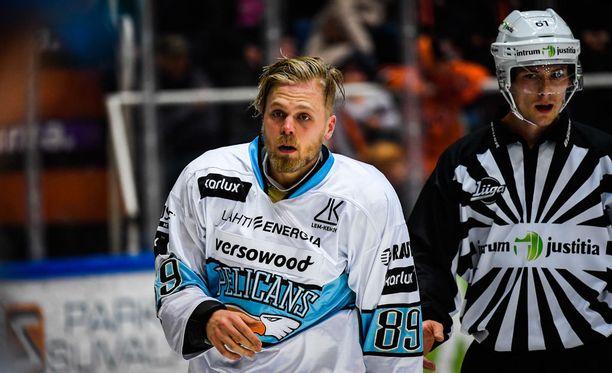 Antti Tyrväinen sai taklauksestaan 12 ottelun pelikiellon.