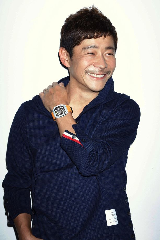Yusaku Maezawa aikoo ottaa matkalleen mukaan taiteilijoita.
